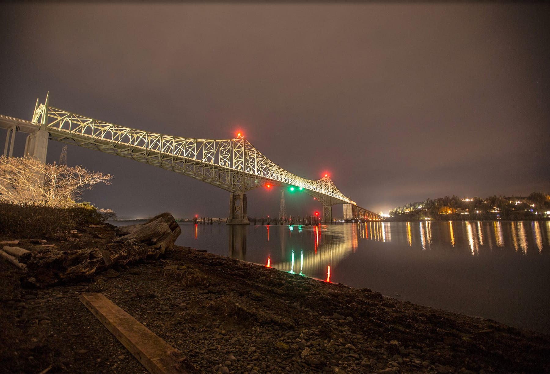 Picture of the historic McCullough bridge spanning across Coos Bay