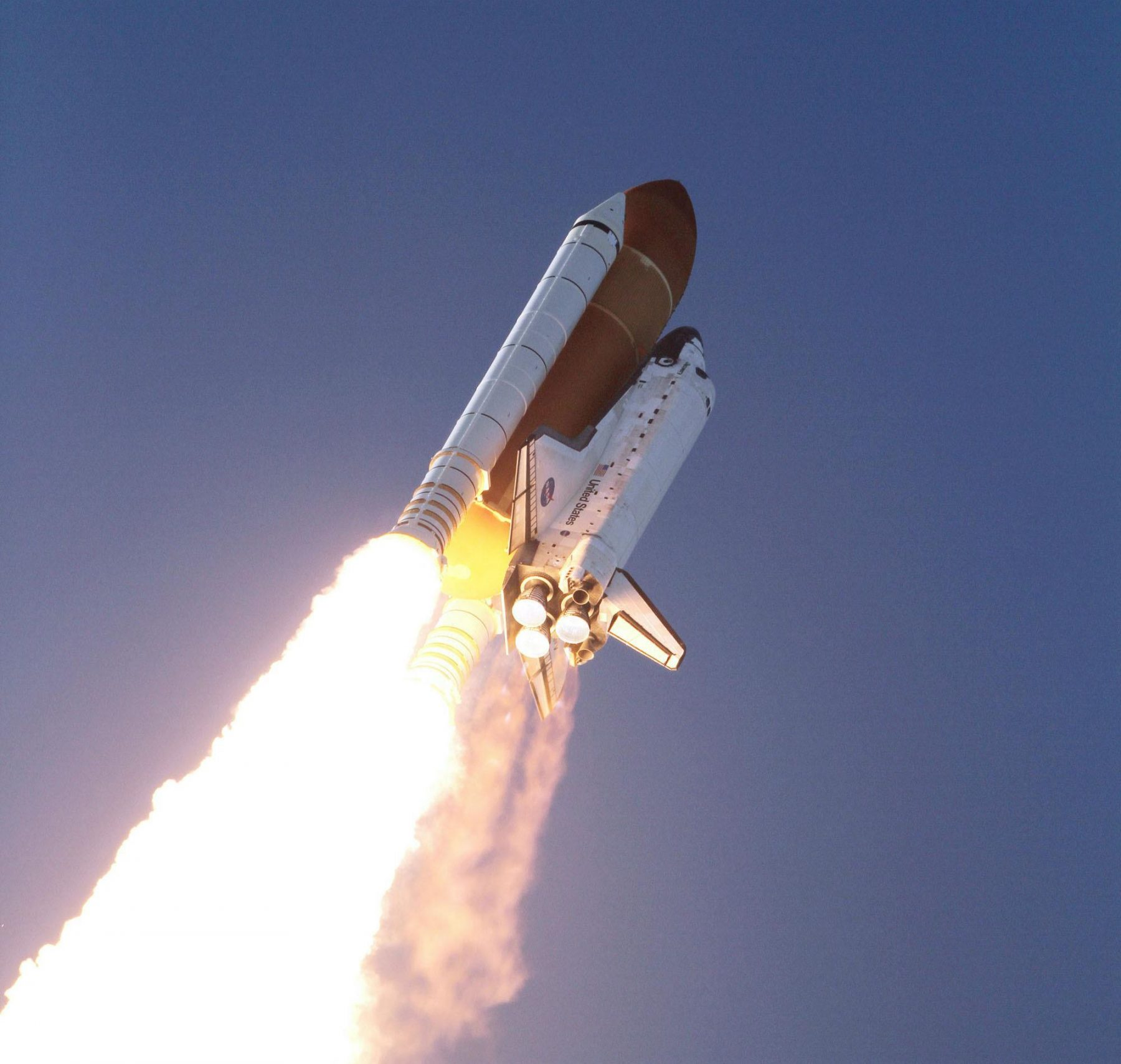 space shuttle discovery in flight